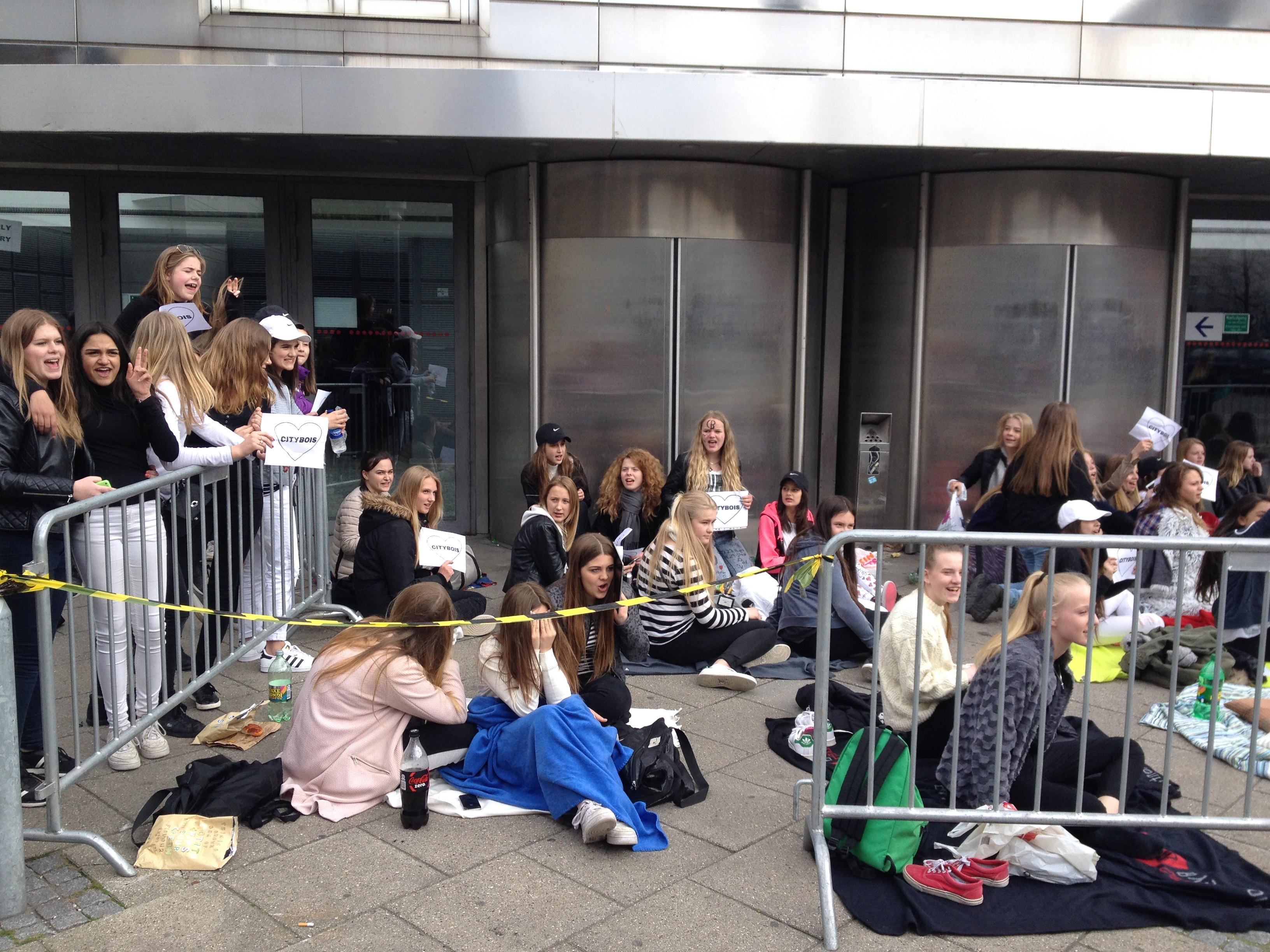 Fans af Citibois venter på koncert
