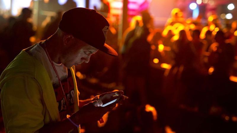 Smartphone på festival.jpg