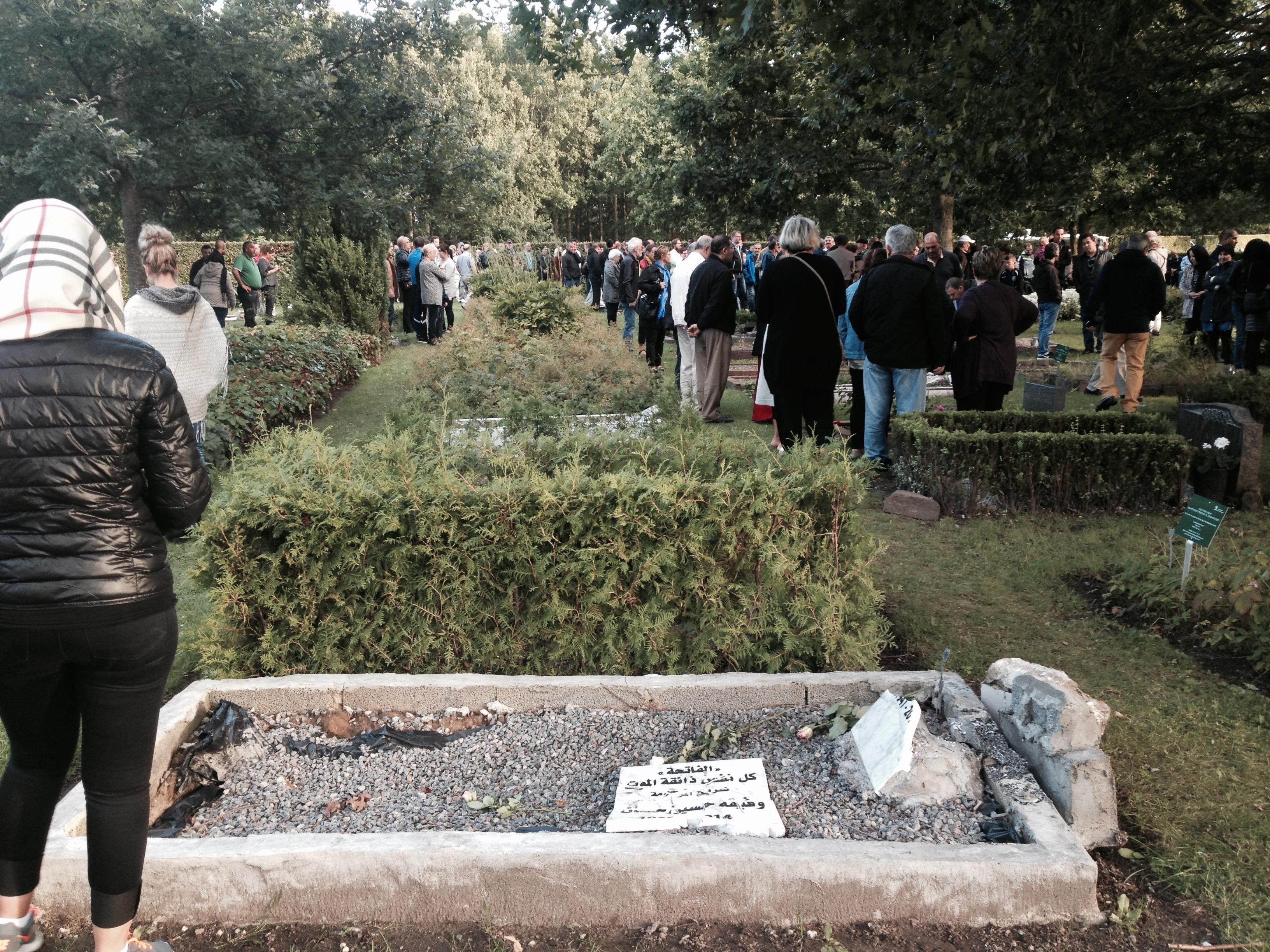 Hærværk muslimsk gravplads, støtte demonstration