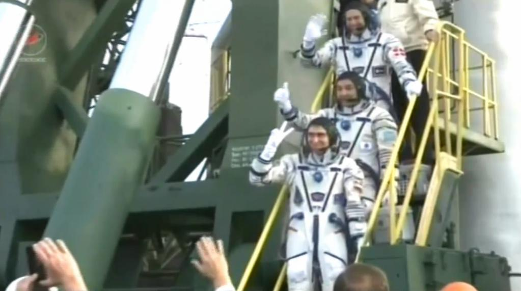since_wake-up_astro_andreas_has_passed_medical_suit_testing_and_rode_to_launchpad._5.jpg