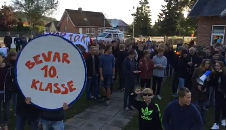Elever laver temauge mod kommunens spareplaner | Østjylland | DR