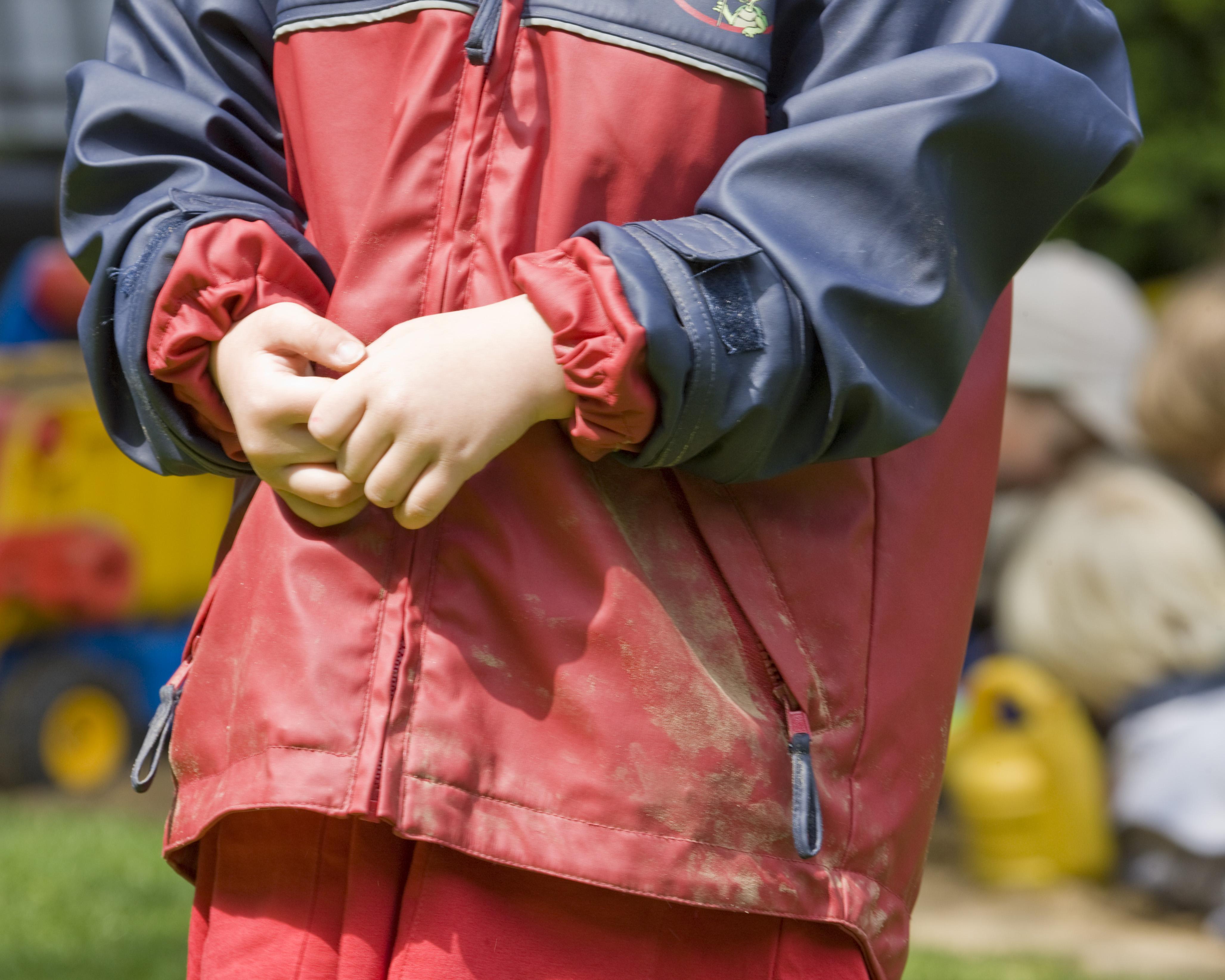 barn børnehave daginstitution regntøj legeplads