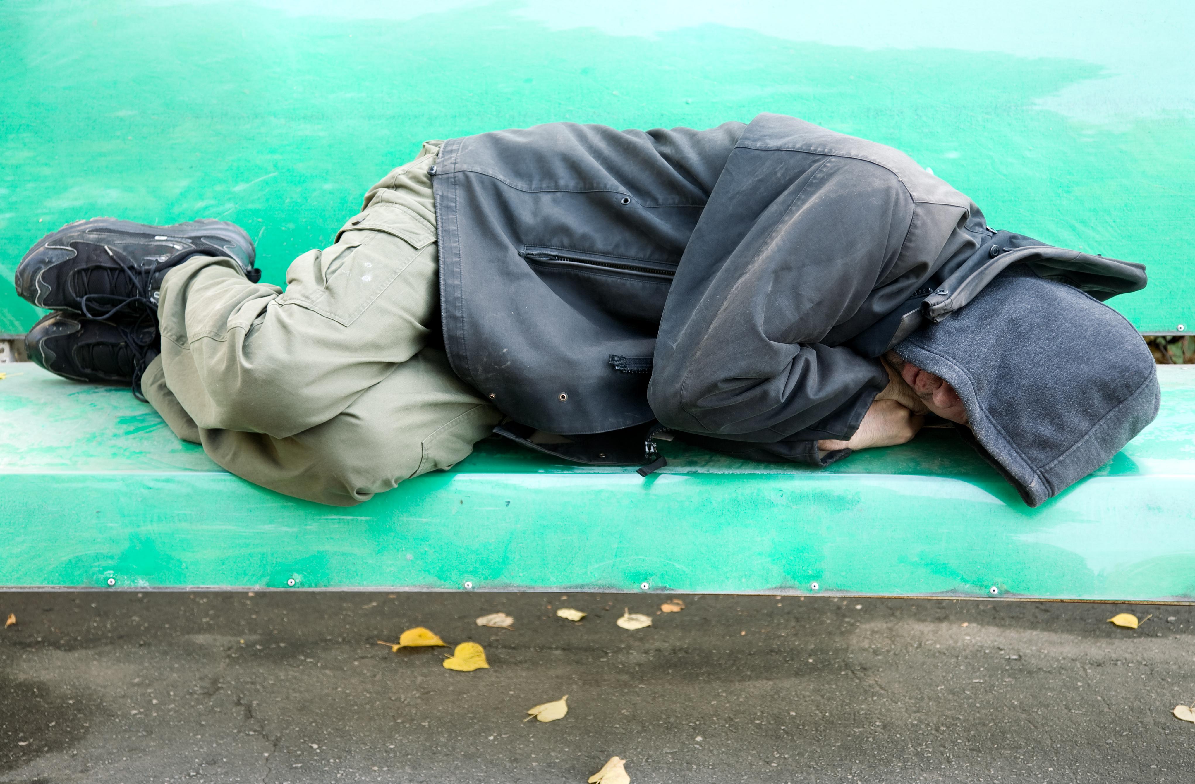 hjemløs bænk fattig