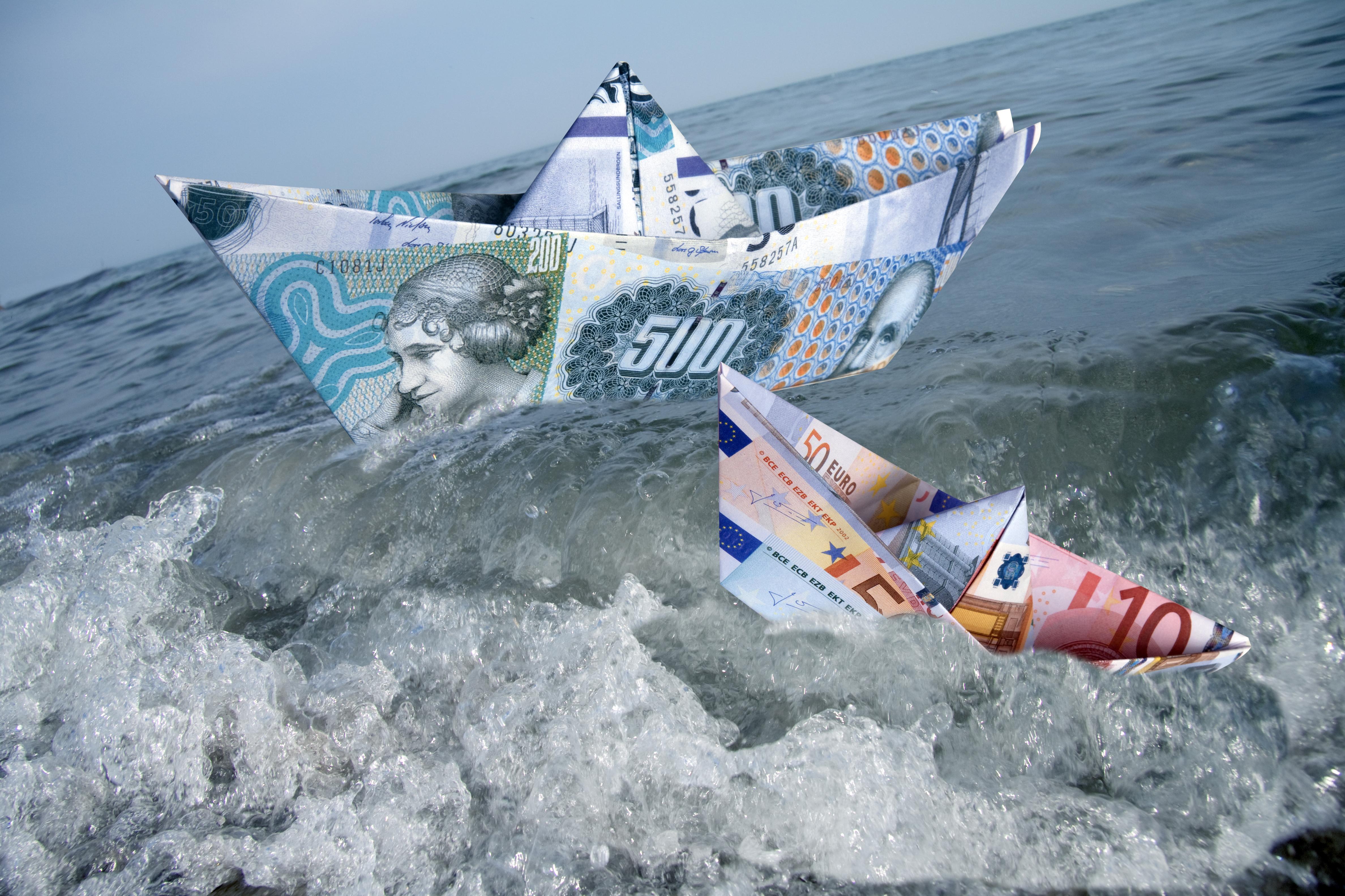 Papirbåd af penge