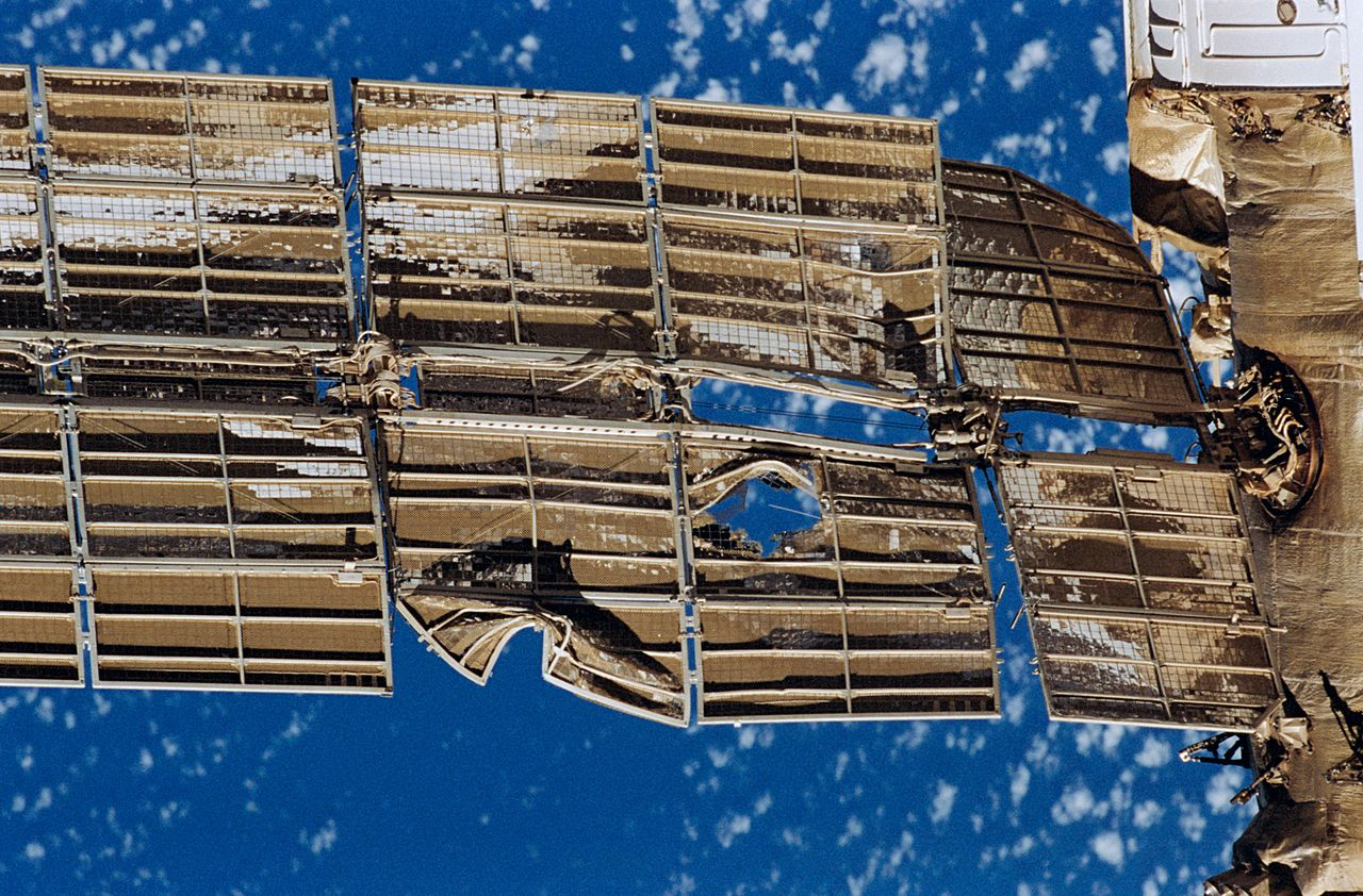 1280px-damaged_spektr_solar_array.jpg