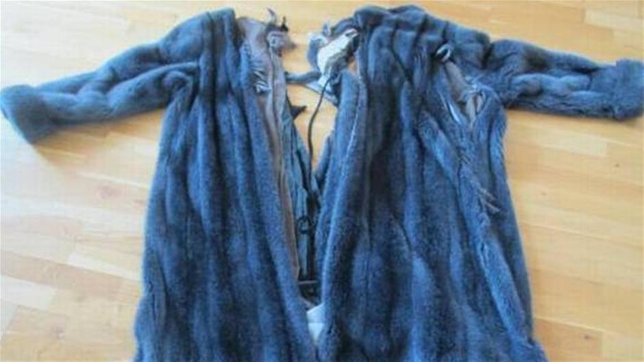 Sådan så Annes frakke ud efter mødet med toget.