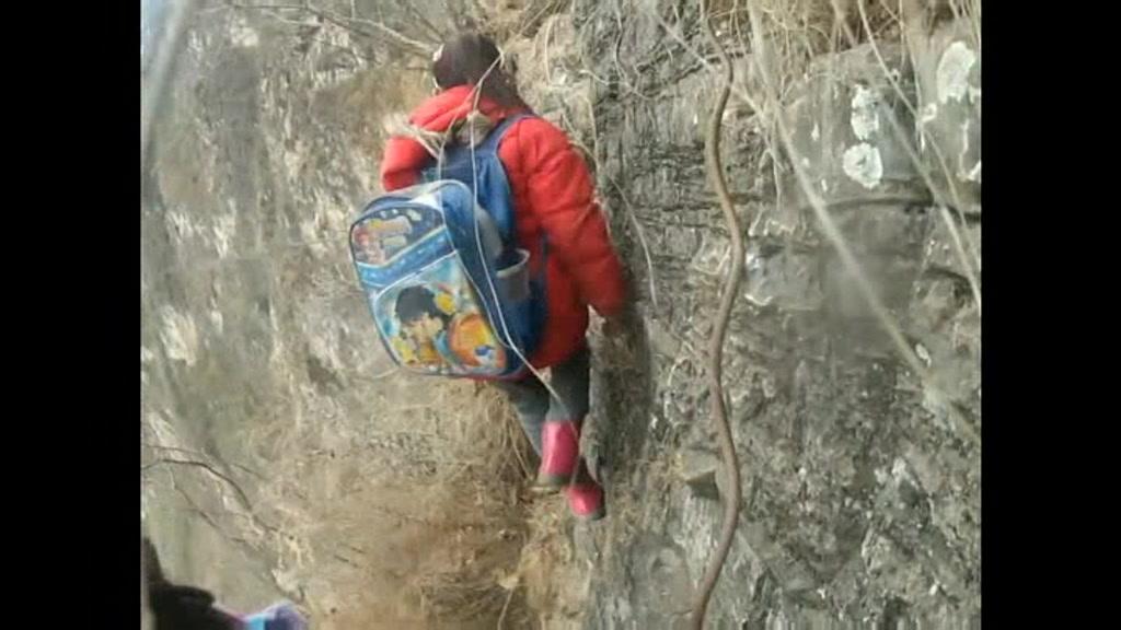 china-studenttraffic_inconvenience_00010413.jpeg