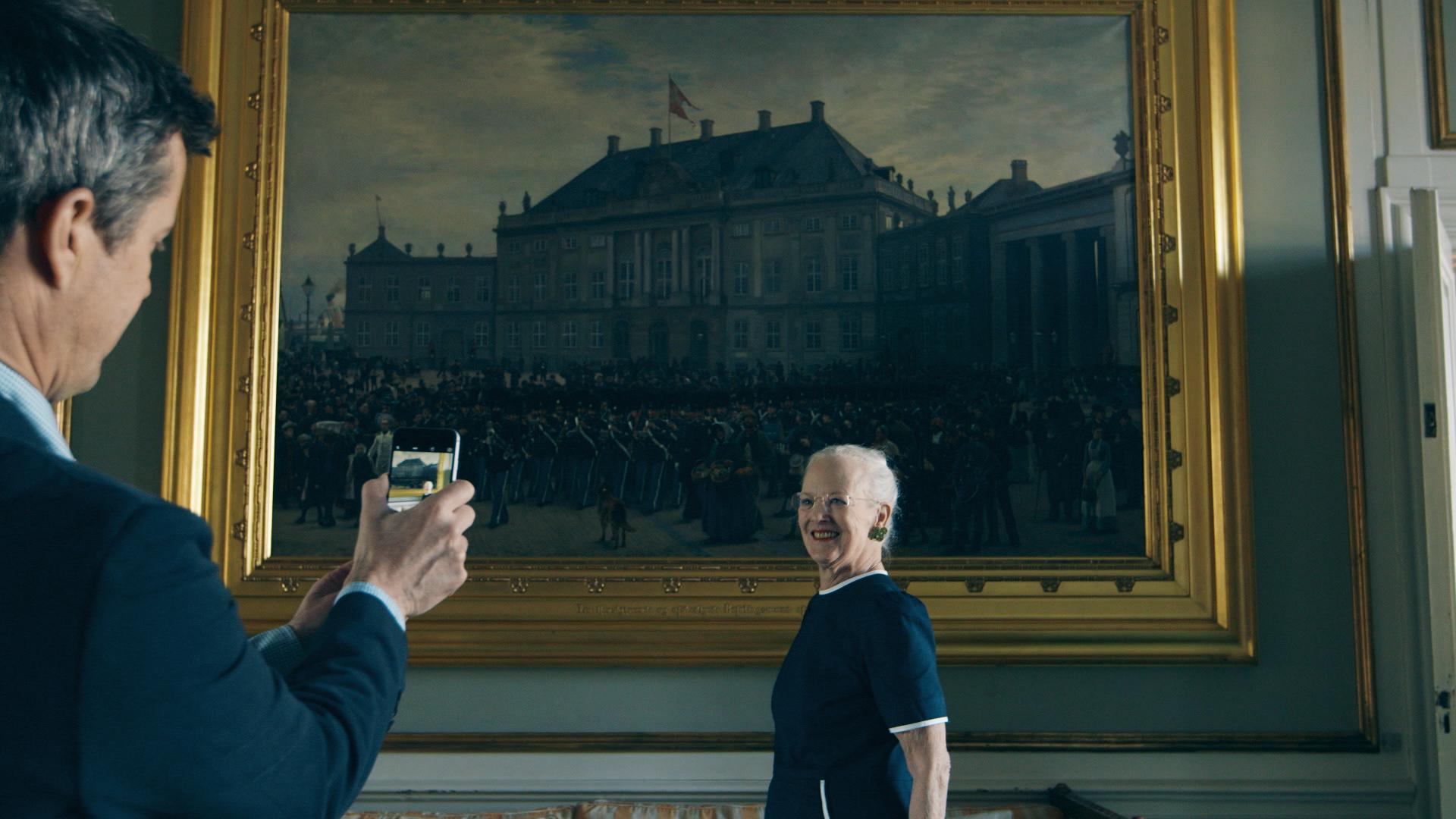 Kronprins Frederik får ros for sit billede af Dronningen på ny Instagram-profil