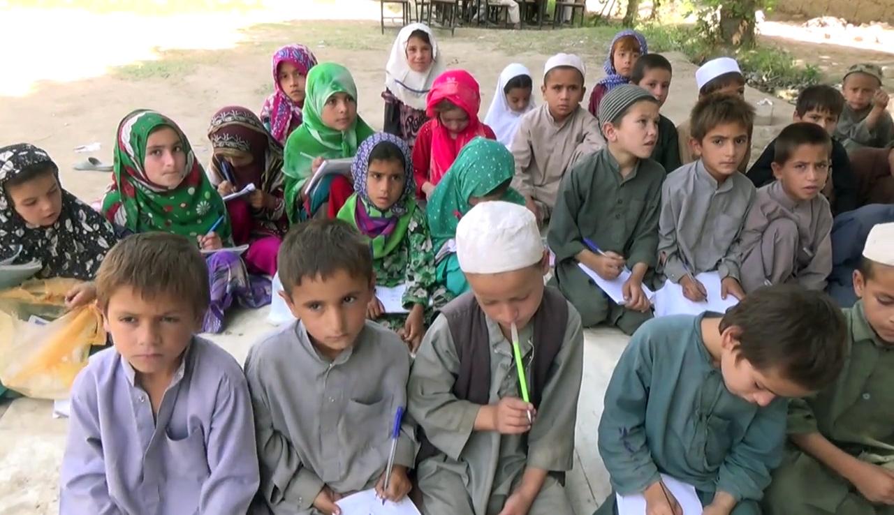 Ny dokumentar: Danmark støtter skoler, der er kontrolleret af Taliban | Udland | DR