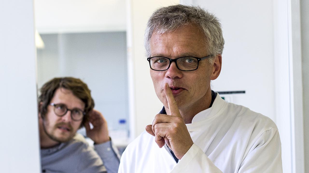 Claus Felby og kollegaen Sune på opstillet foto - hemmeligheder