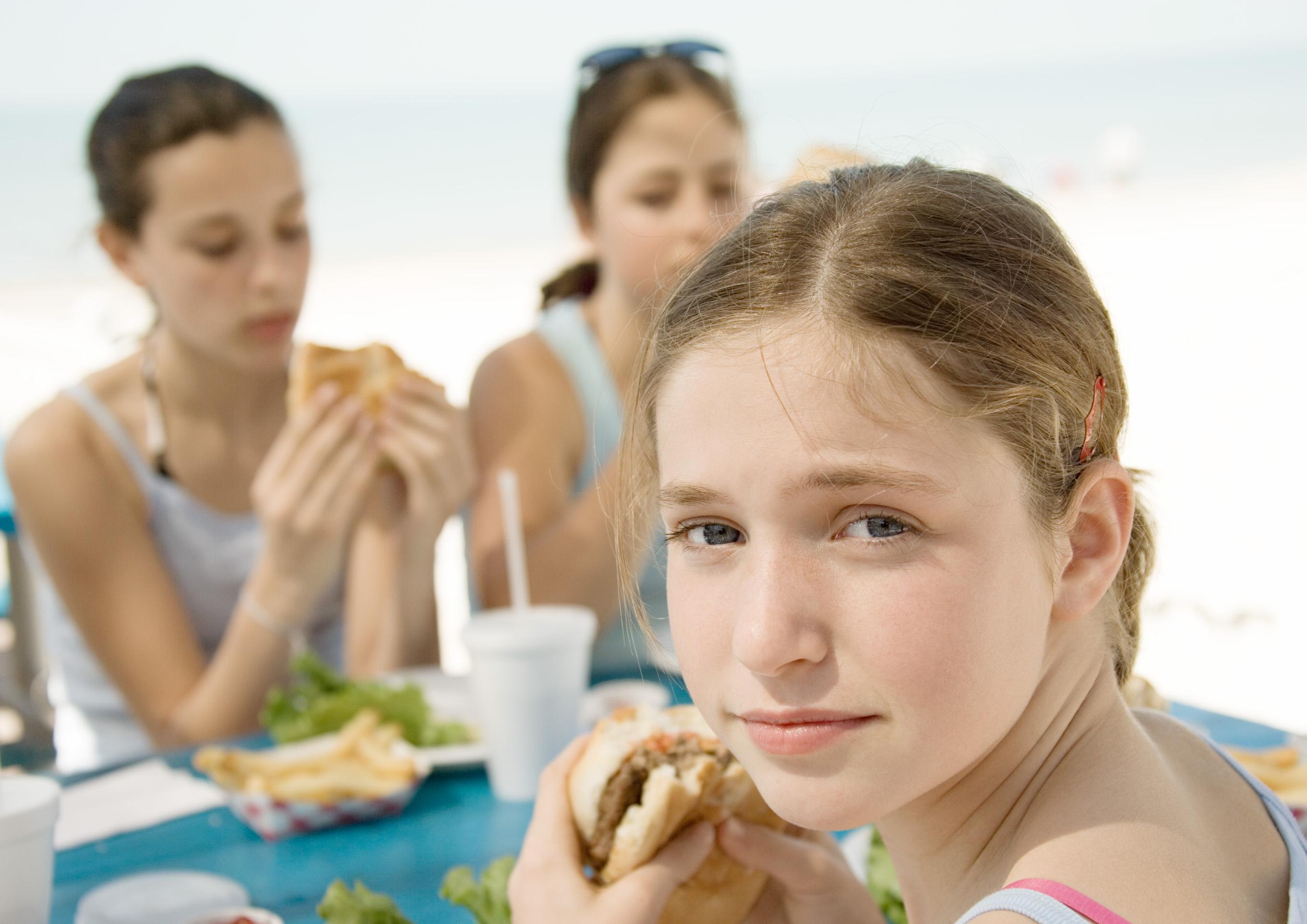 Hver fjerde pige i 9. klasse har risiko for en spiseforstyrrelse | Lev nu | DR
