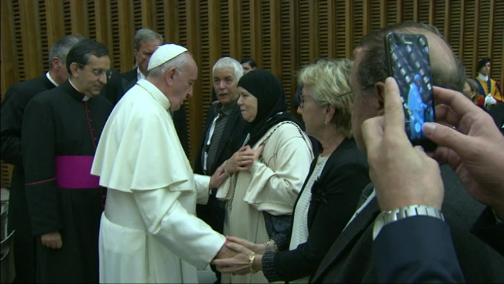 pope_nice_victims_relatives_00040319.jpeg
