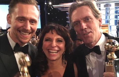 foto_af_susanne_bier_omgivet_af_tom_hiddleston_og_hugh_laurie2.jpg