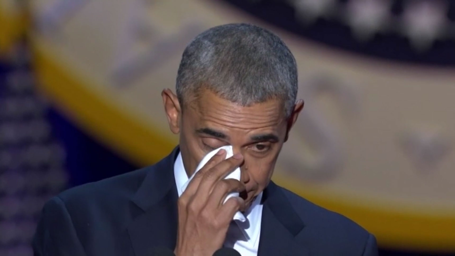 Barack Obama måtte have lommetørklædet frem.