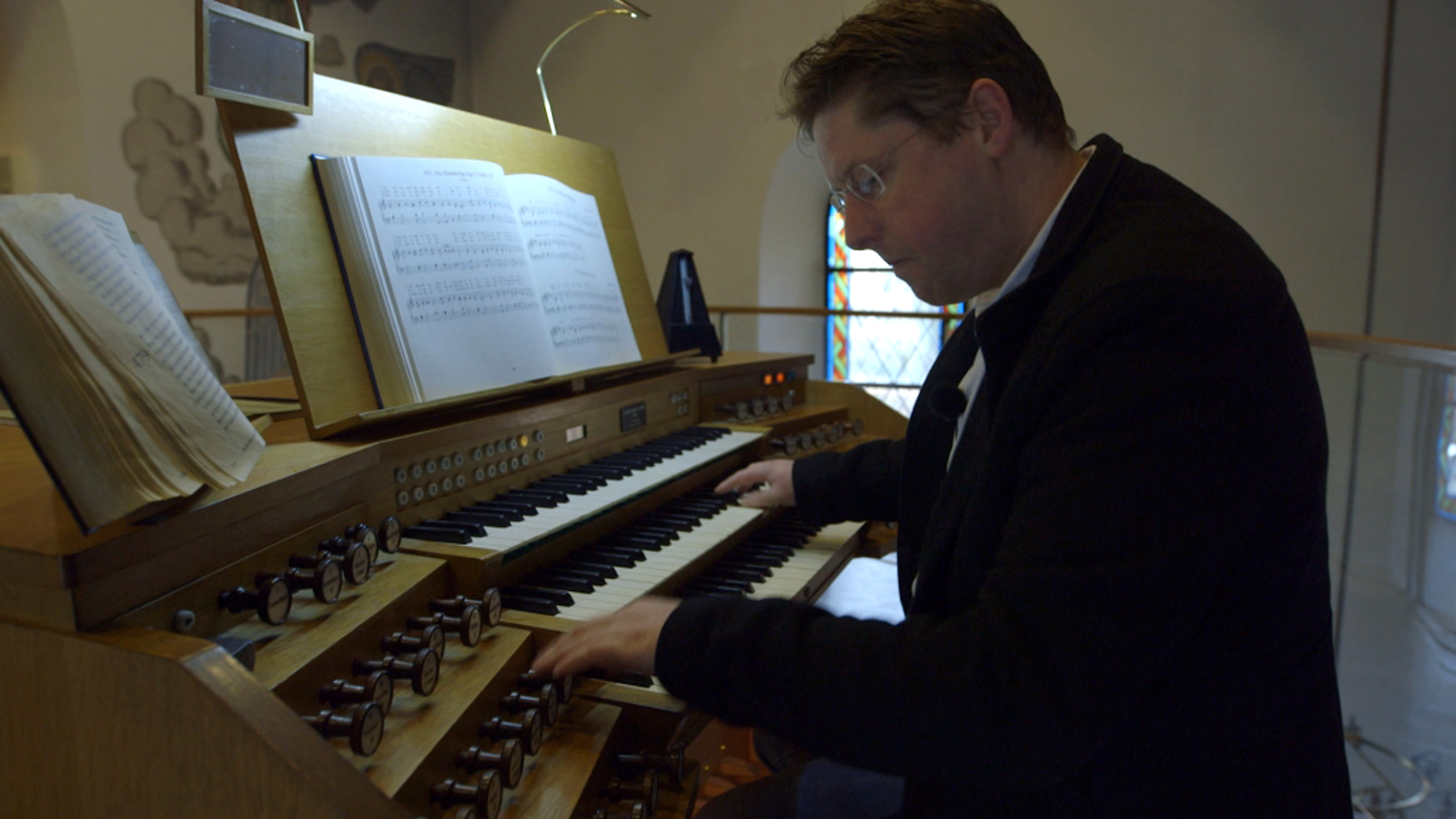 kristian_ved_orgel.jpg