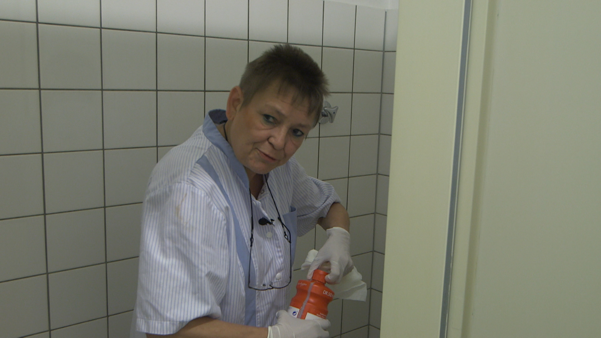Petra Vogel gør rent på byens hospitaler