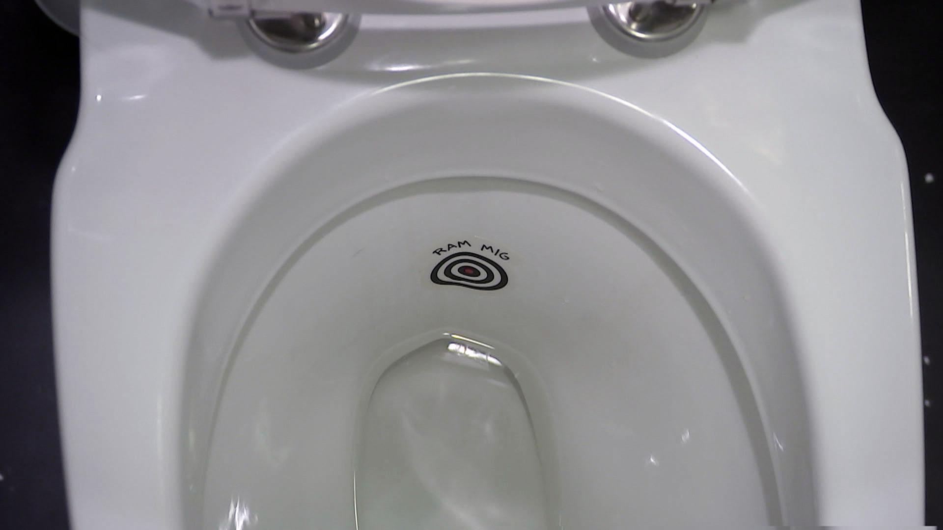 llli_c_fri_toilett2-00.04.54.15_0.jpg