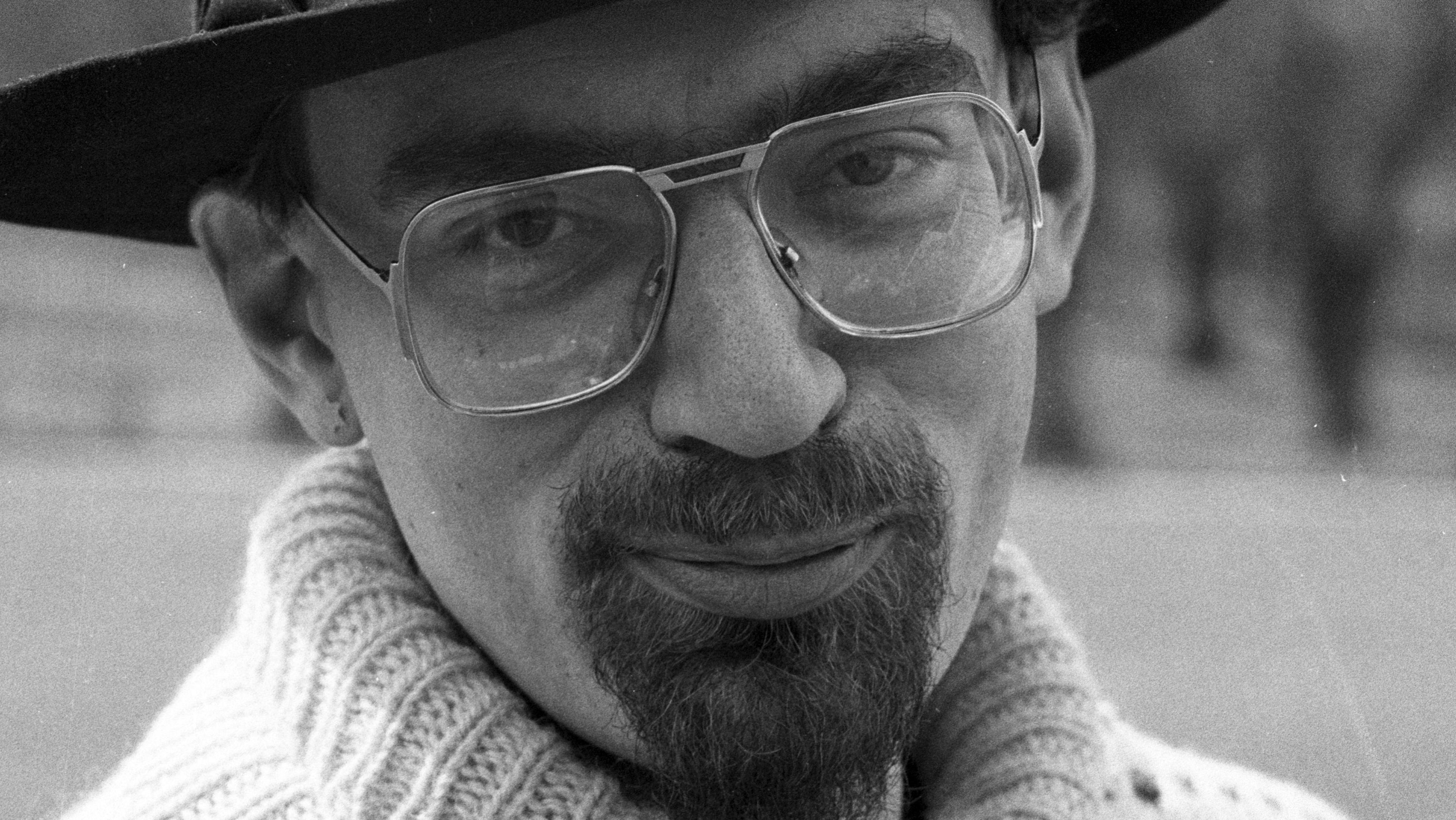 dan turèll Dan turèll (1946-93) var ikke-europæisk ikke-skandinavisk, men en klon af usa han var den første i dk til at praktisere beat, dvs lade sin digtning hente energi fra og styre af den her puls, som kommer fra bluesmusik.