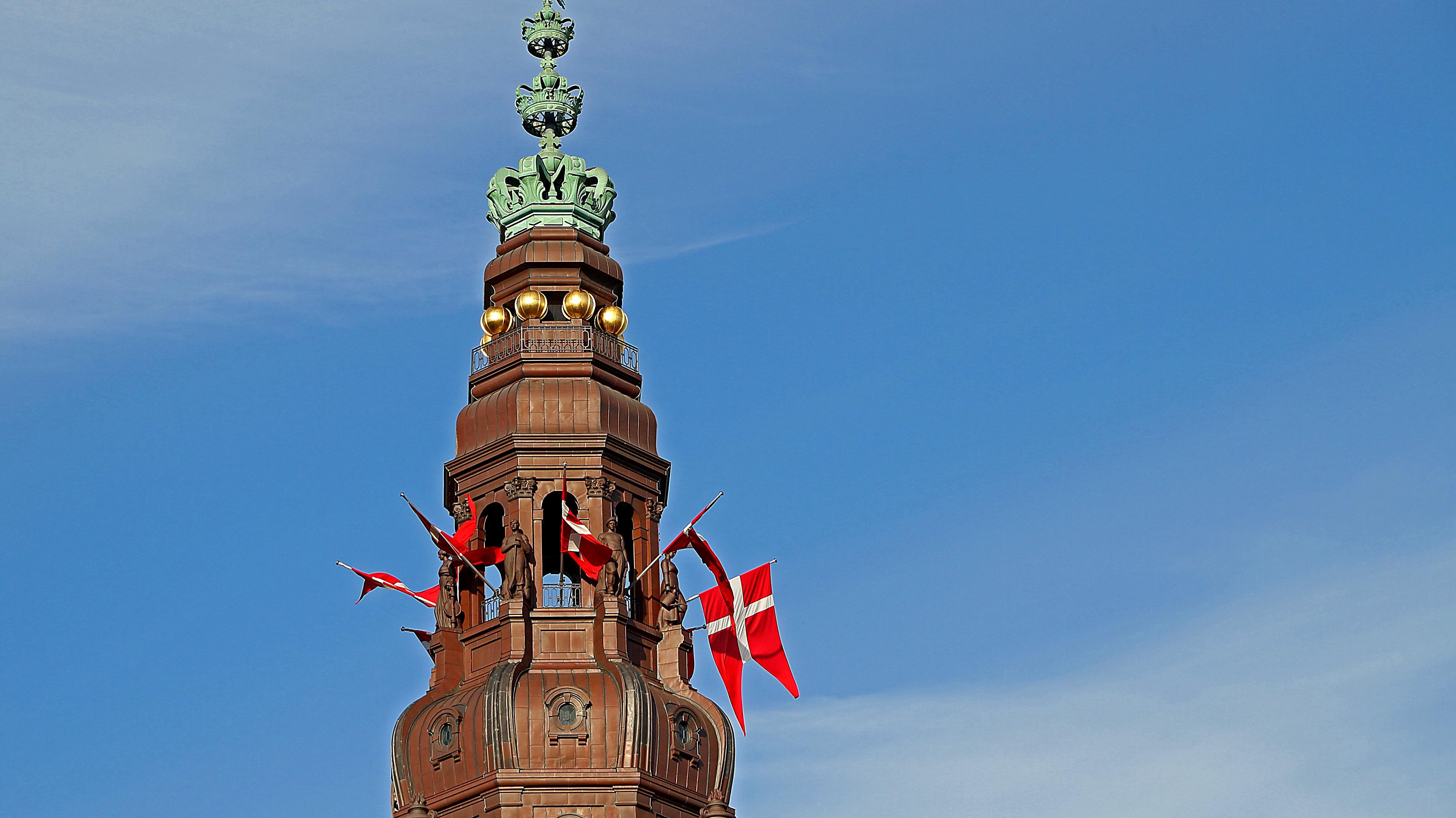 christiansborg flag folketingets åbning