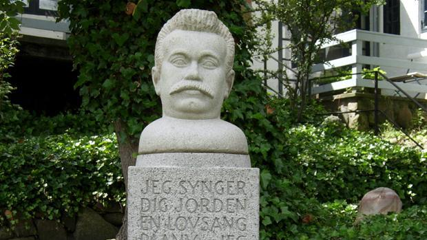 thoeger_larsen_skulptur.jpg