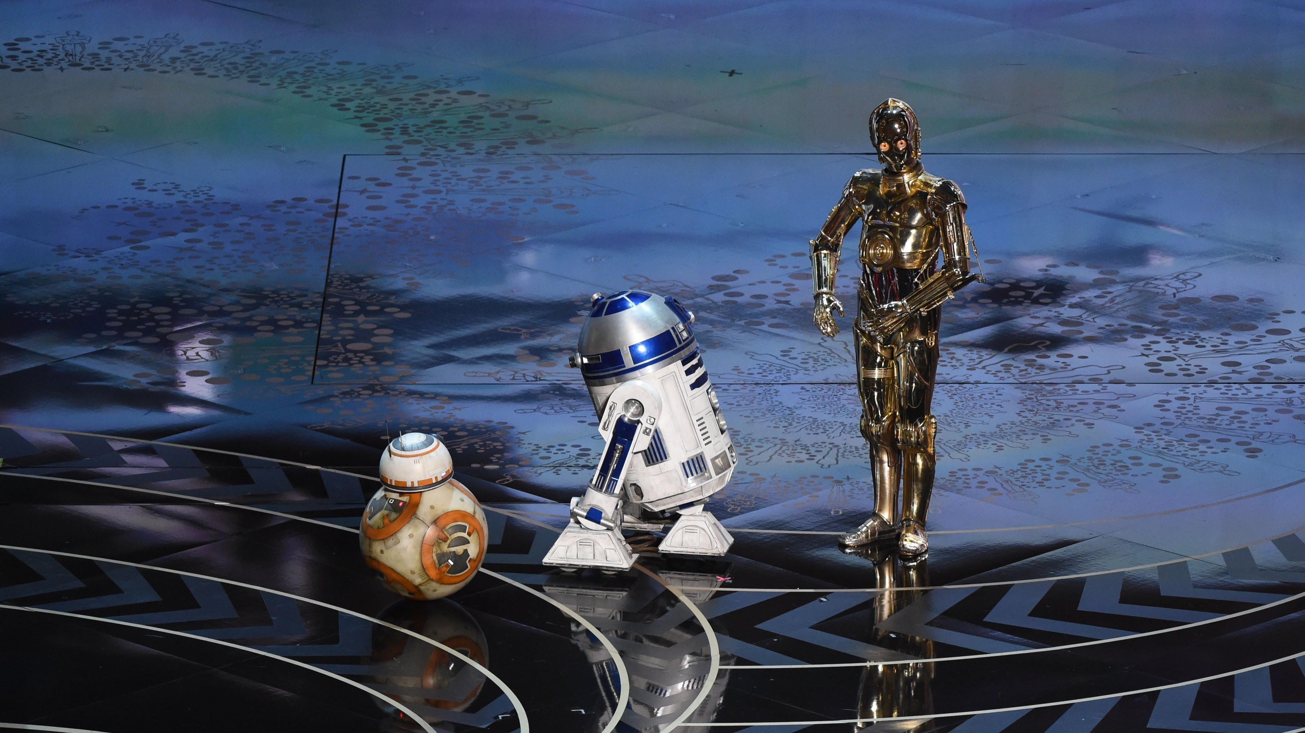BILLEDER fra Oscar-festen: Star Wars, sort humor og en glad svensker | Kultur | DR