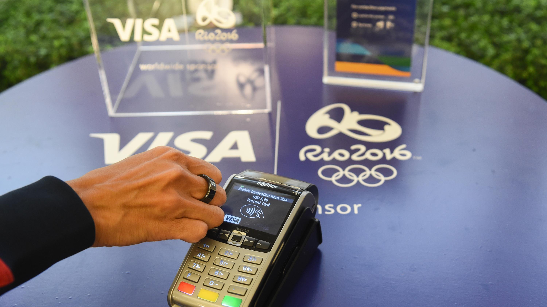 OL-atleter får smart fingerring med indbygget Visa-kort i Rio | Viden | DR