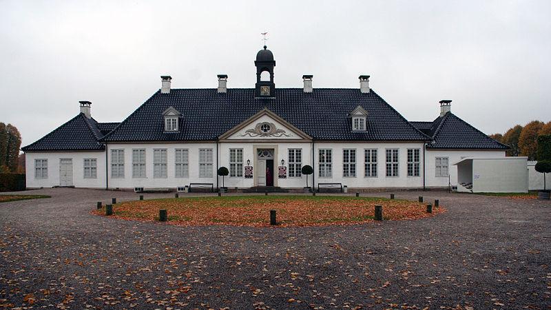 800px-gammel_holtegaard.jpg