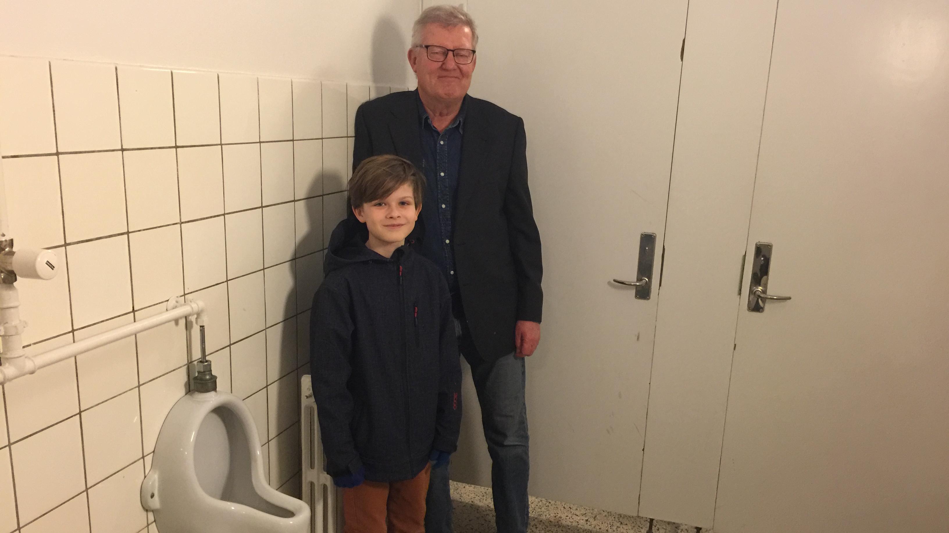 Noah Horndrup Sikjær og skoleleder på Holmeskole Allan Hjortshøj