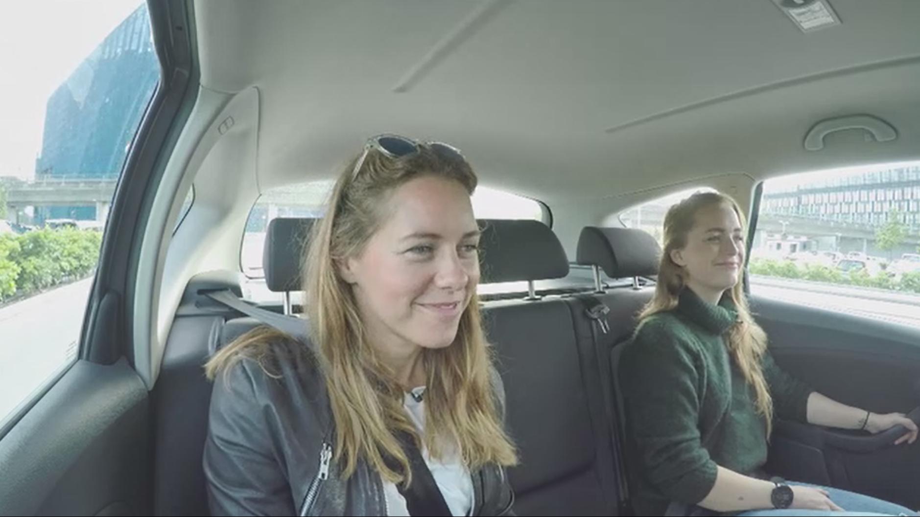 Heidi Helene Sørensen og Jette Berg Knudsen kører ofte med fremmede for at spare penge