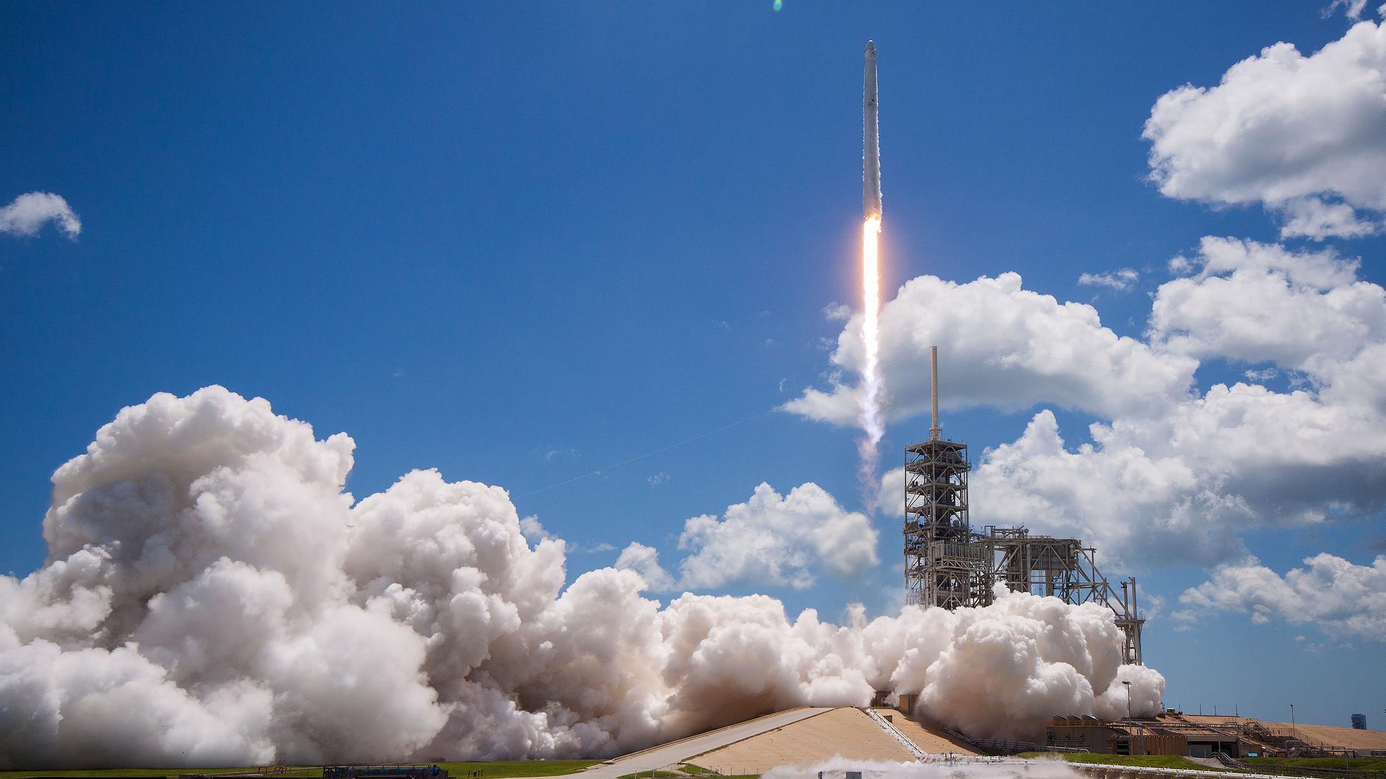 Opsendelsen SpaceX-raket af typen Falcon 9 den 14. august 2017
