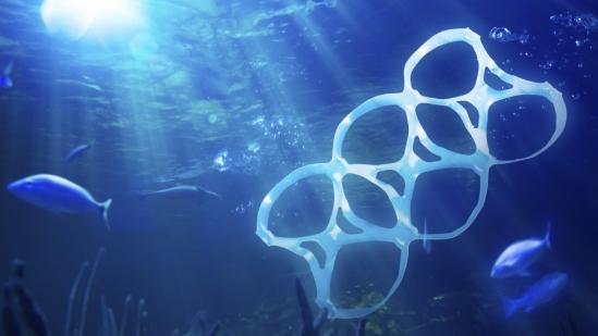istock_plastic_in_ocean.jpg