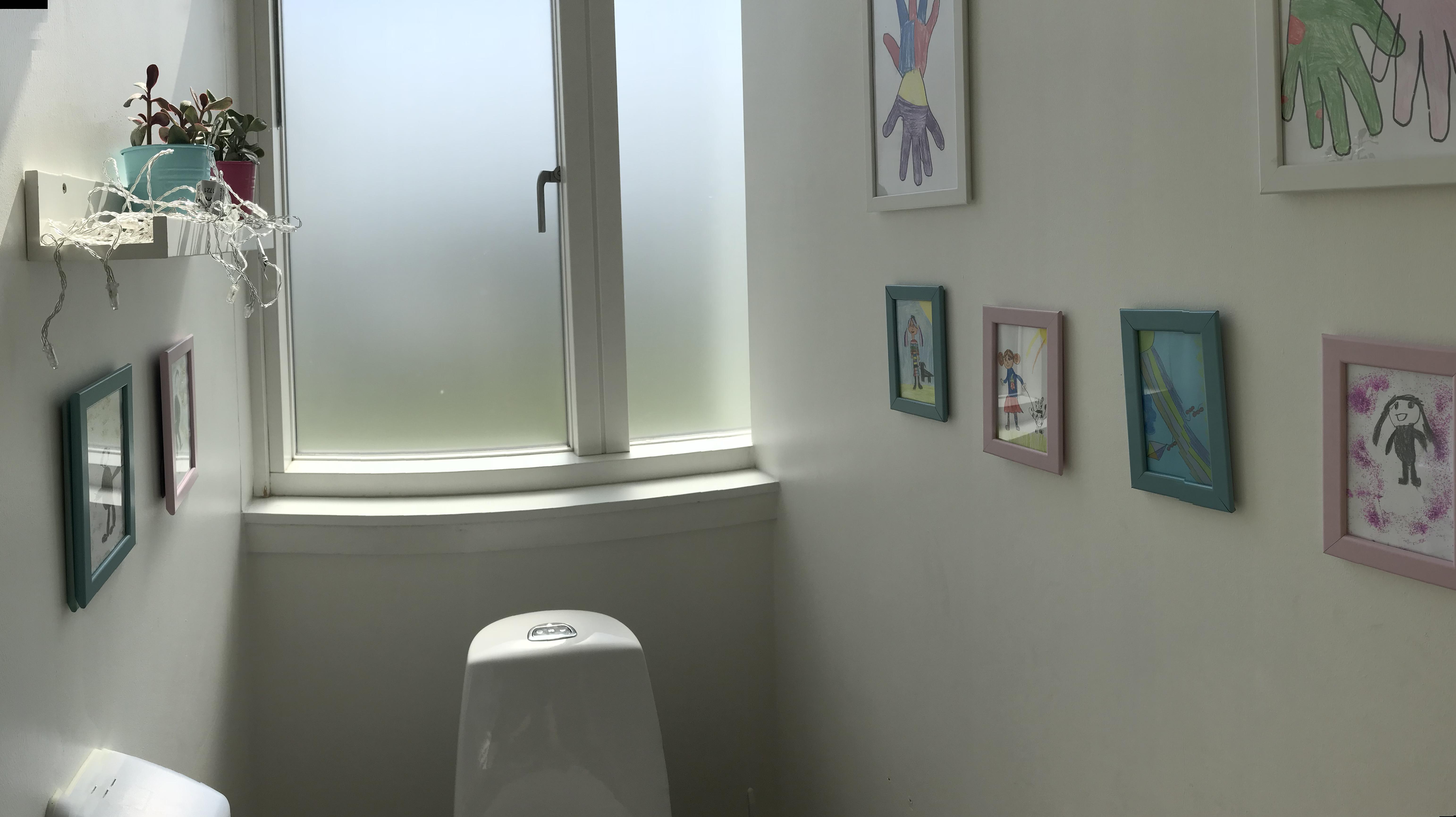 toilet spurvelundskolen.jpg