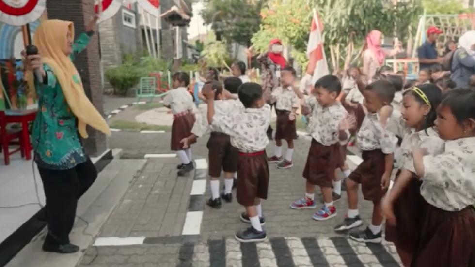 Leg_i_skolen_i_indonesien.png