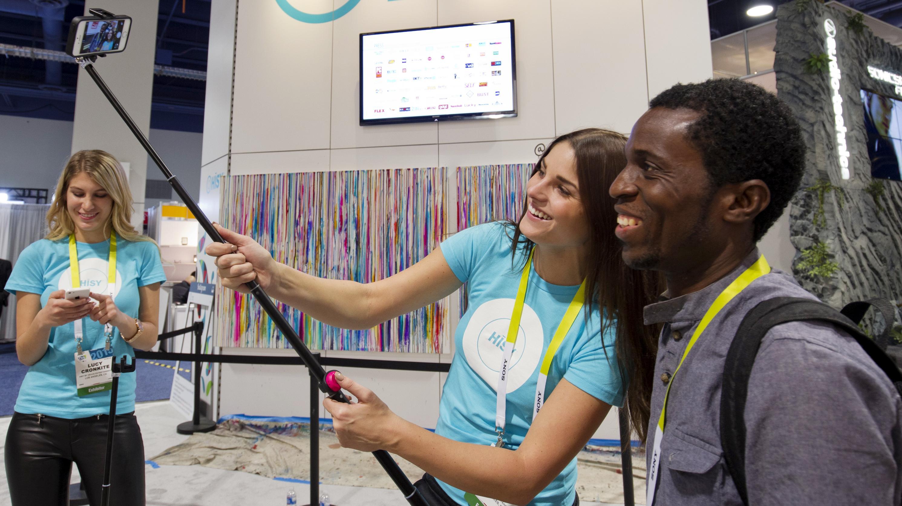 selfie sticks h rger gadgetmesse men forbydes til fodboldkampe viden dr. Black Bedroom Furniture Sets. Home Design Ideas