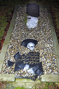 grave2.jpg
