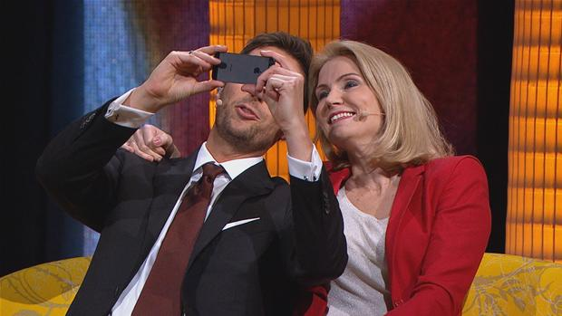 VIDEO Helle Thorning afslører historien bag 'selfie' med Obama | Politik | DR