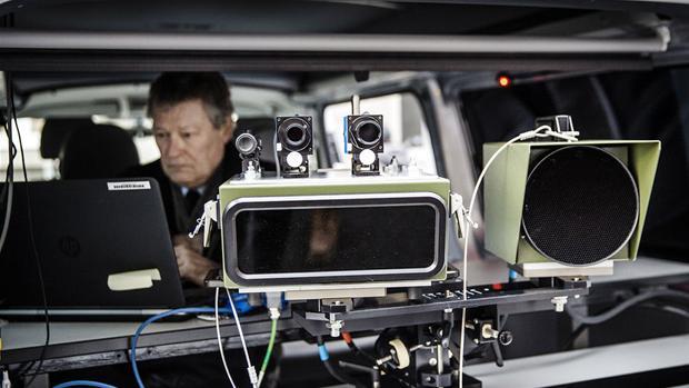 Venstre: Politiet skal oplyse fotovognes placering   Politik   DR