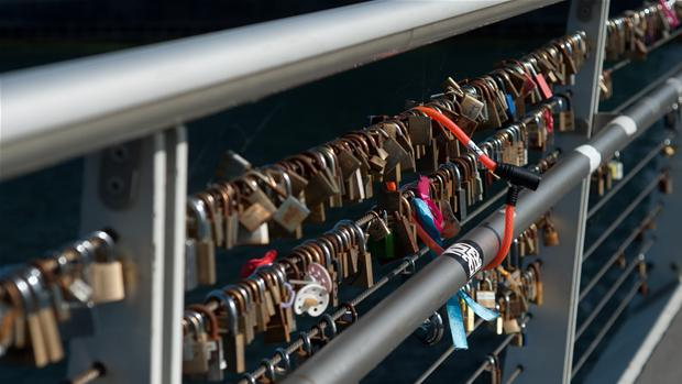 love_locks_on_bryggebroen_1.jpg