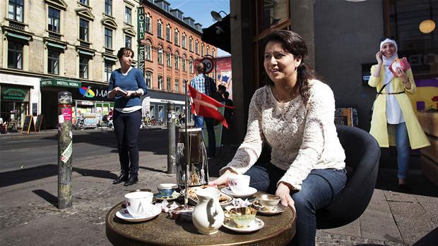 dansk amatør Özlem Cekic bryster