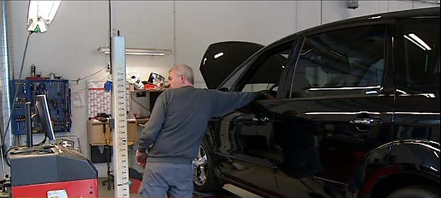 Trussel om bøde virker: Nu kommer langt flere biler til syn | Østjylland | DR