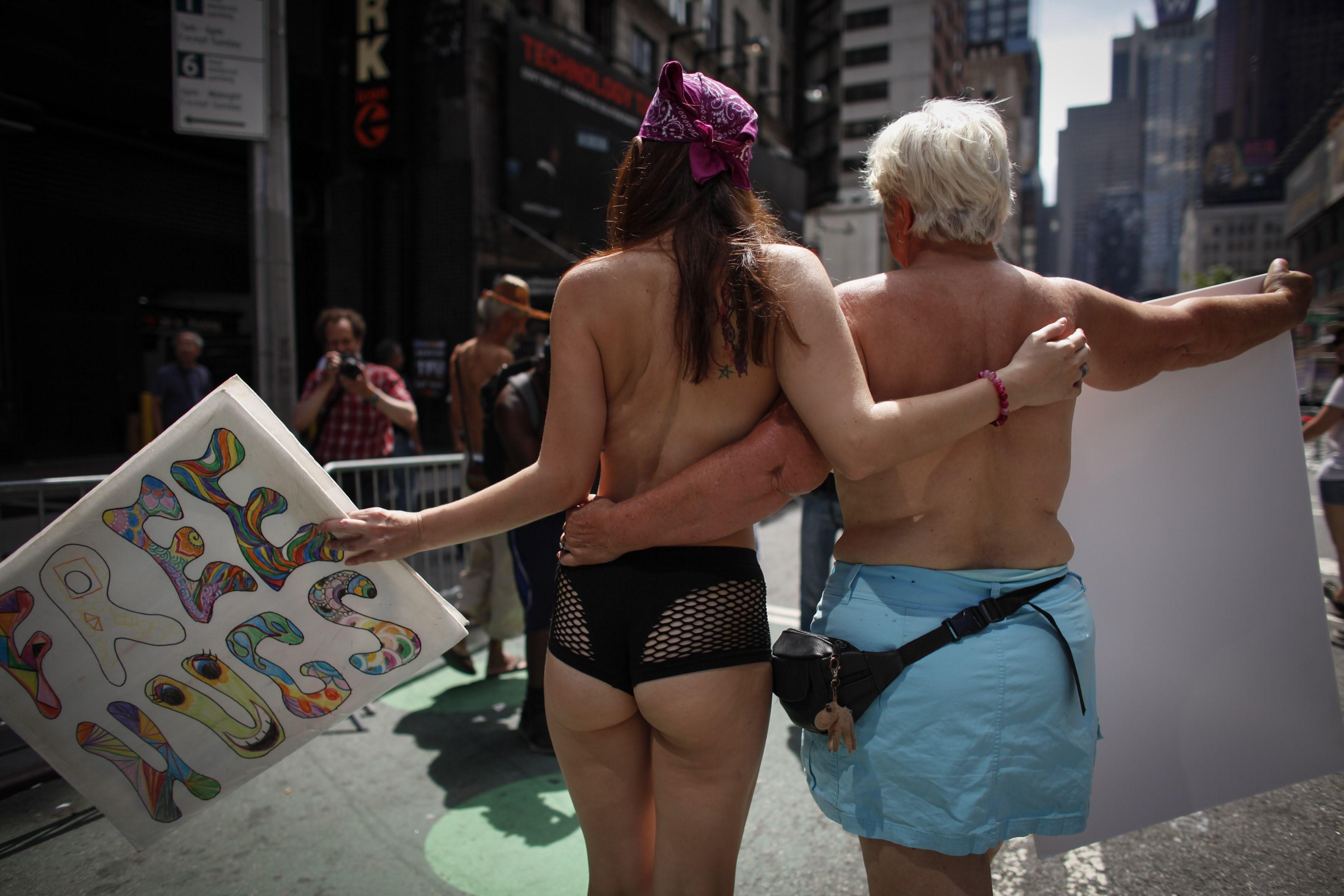 nyheder udland billeder blottede bryster i protest i new york