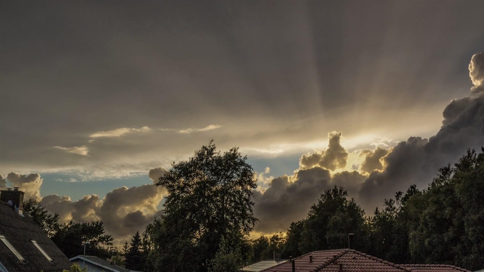 skyer og sol Aalbæk august