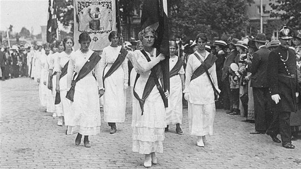 kvindeoptoget_5juni_1915.jpg