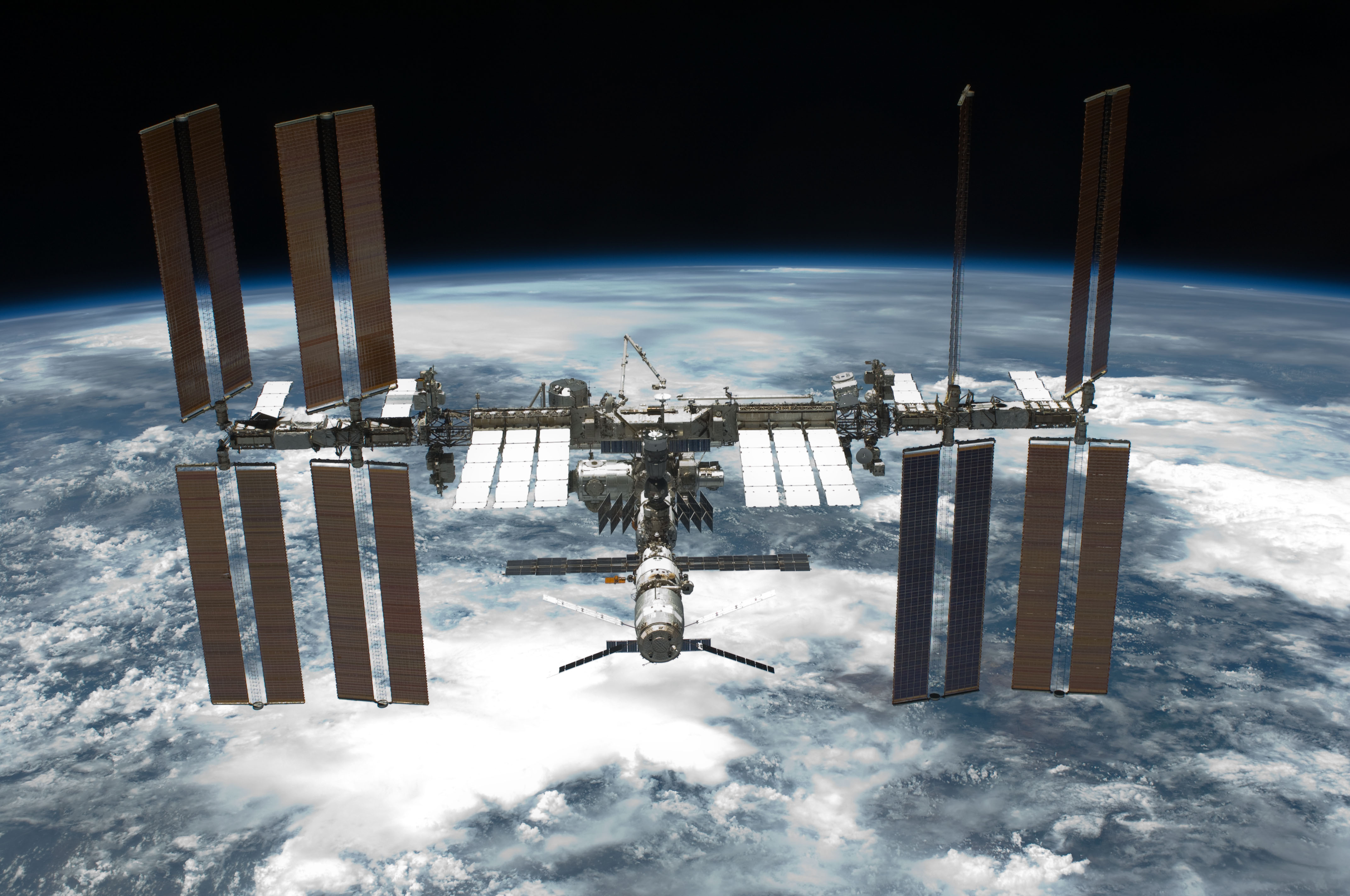 m15-132_space_station.jpg
