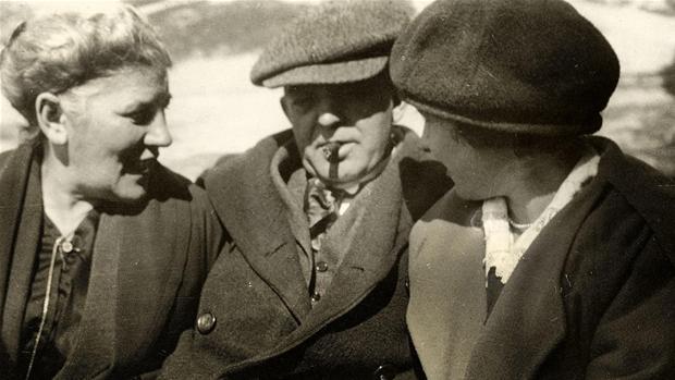 carl_nielsen_i_toledo_spanien_med_vera_michaelsen_og_fru_matthiesen_i_1920detkongeligebibliotek.jpg