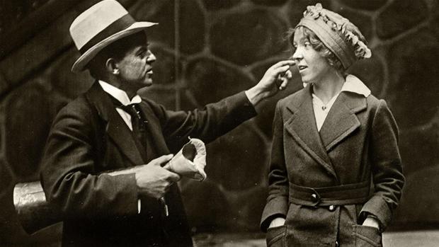 carl_nielsen_med_datteren_irmelin_pay_de_skray_bradder_i_1915detkongeligebibliotek.jpg
