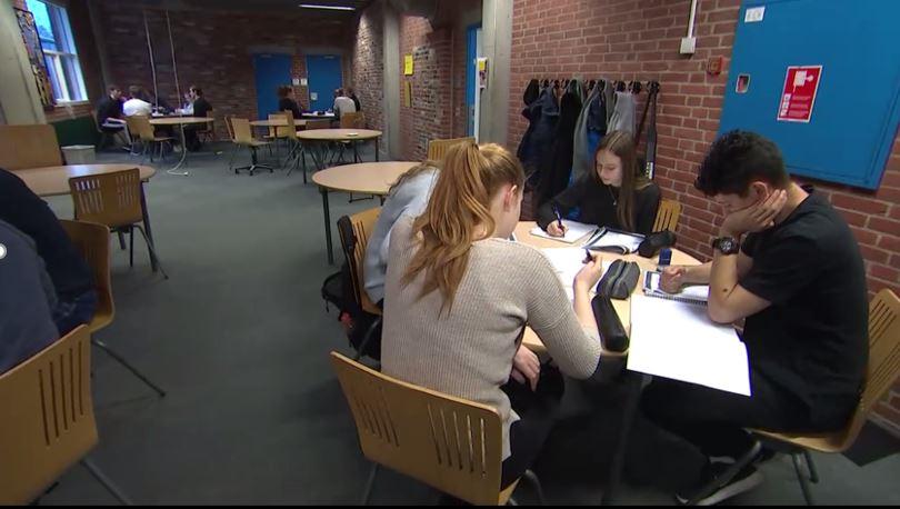 Mobilfri og computerfri undervisning på Dronninglund gymnasium