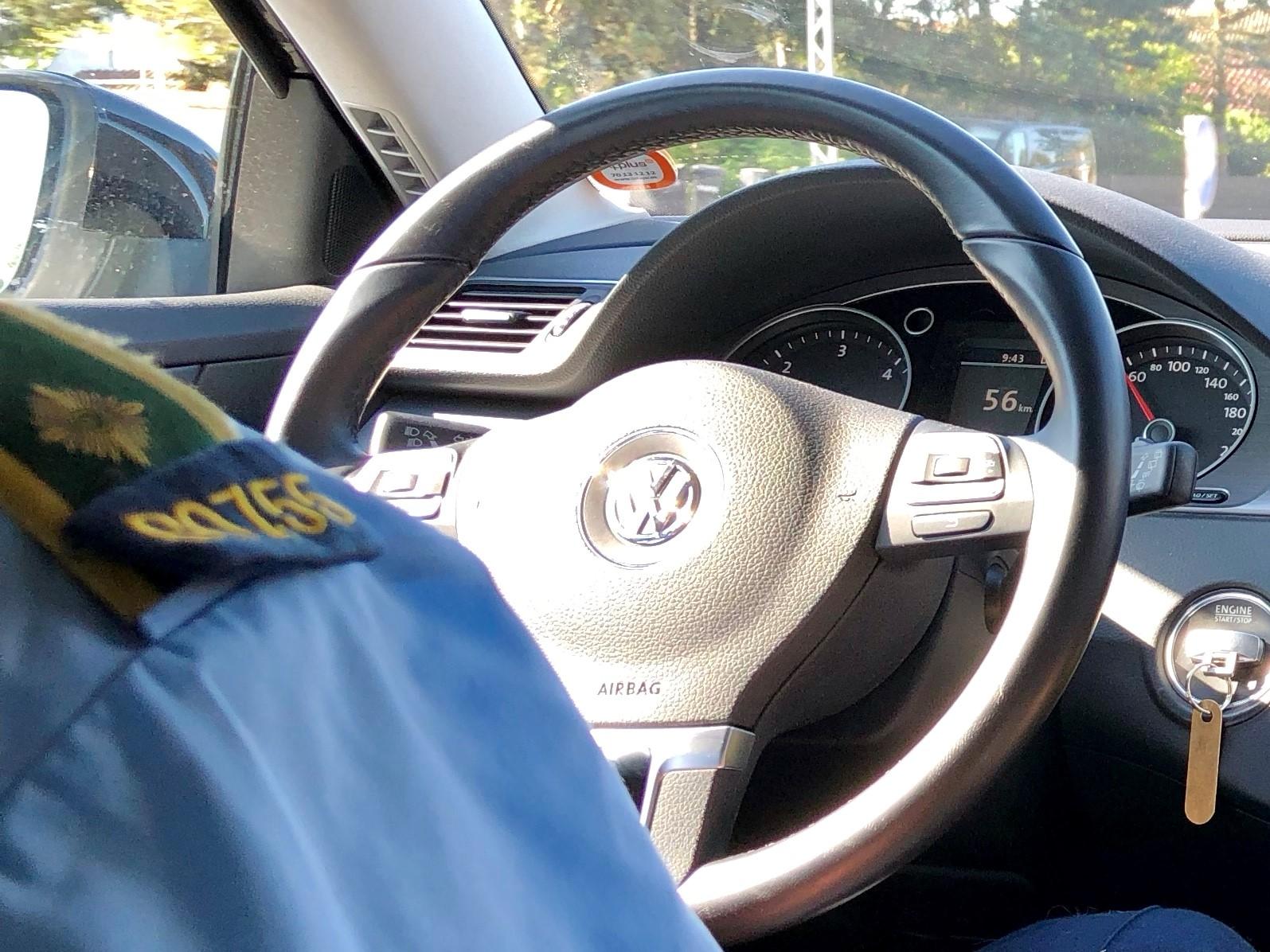 politimand bag rattet.jpg