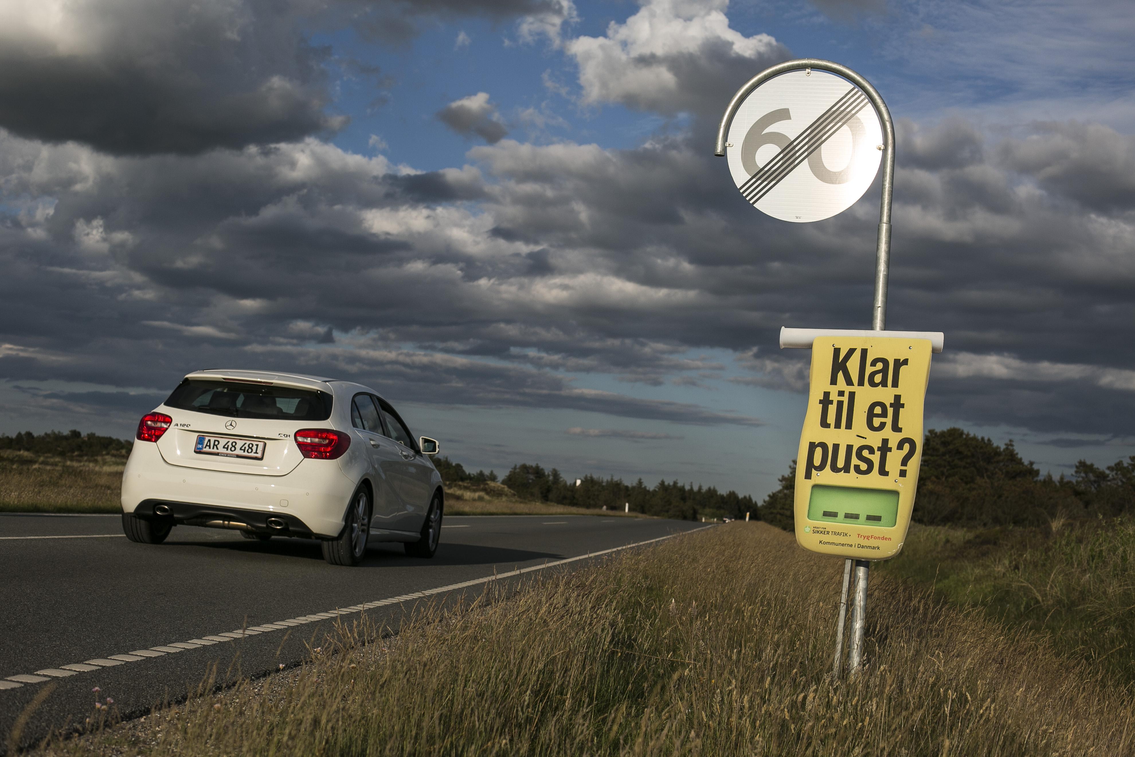 spritkampagne-plakat-og-bil.jpg