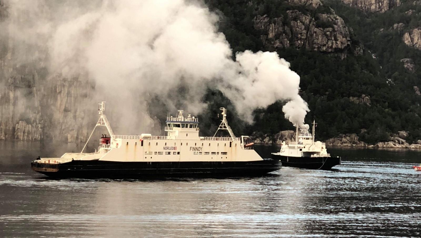 Norsk bilfærge, turistfærge Eid i brand